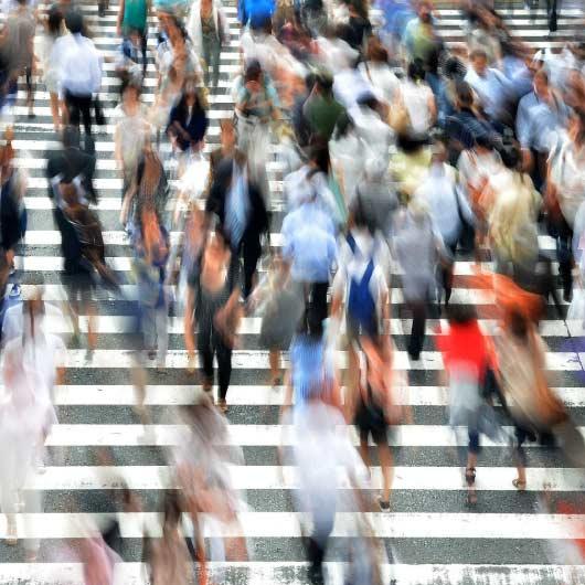 ludzie na przejściu dla pieszych, Poradnia psychologiczna dla dorosłych, psycholog dziecięcy lublin, psycholog nfz lublin, okulistyka, POZ Lublin, https://e-okulistyka.pl